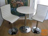 Barsko mizo in dva barska stola, vse na hidravljiko-prodam.