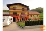 Dvostanovanjska Hiša,  Kot Poslovno-stanovanjska